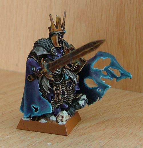 Both the Wight King and the Chaos Sorcerer have had snow added to the base. Similar to the dead grass on the Chaos Bike's base, these effects are added after the base has had the basic work done to it.
